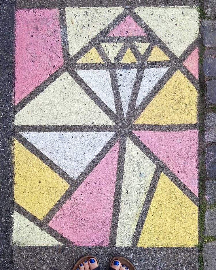 trekants tegning på gulv